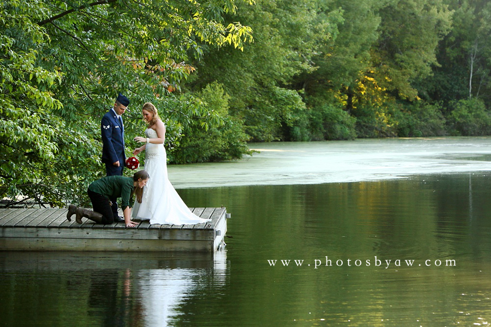 behind_the_scenes_wedding_photos_on_a_dock