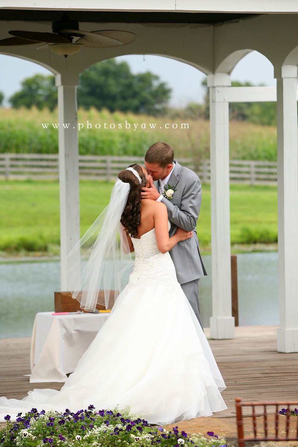 outdoor wedding ceremony at lingrow farm