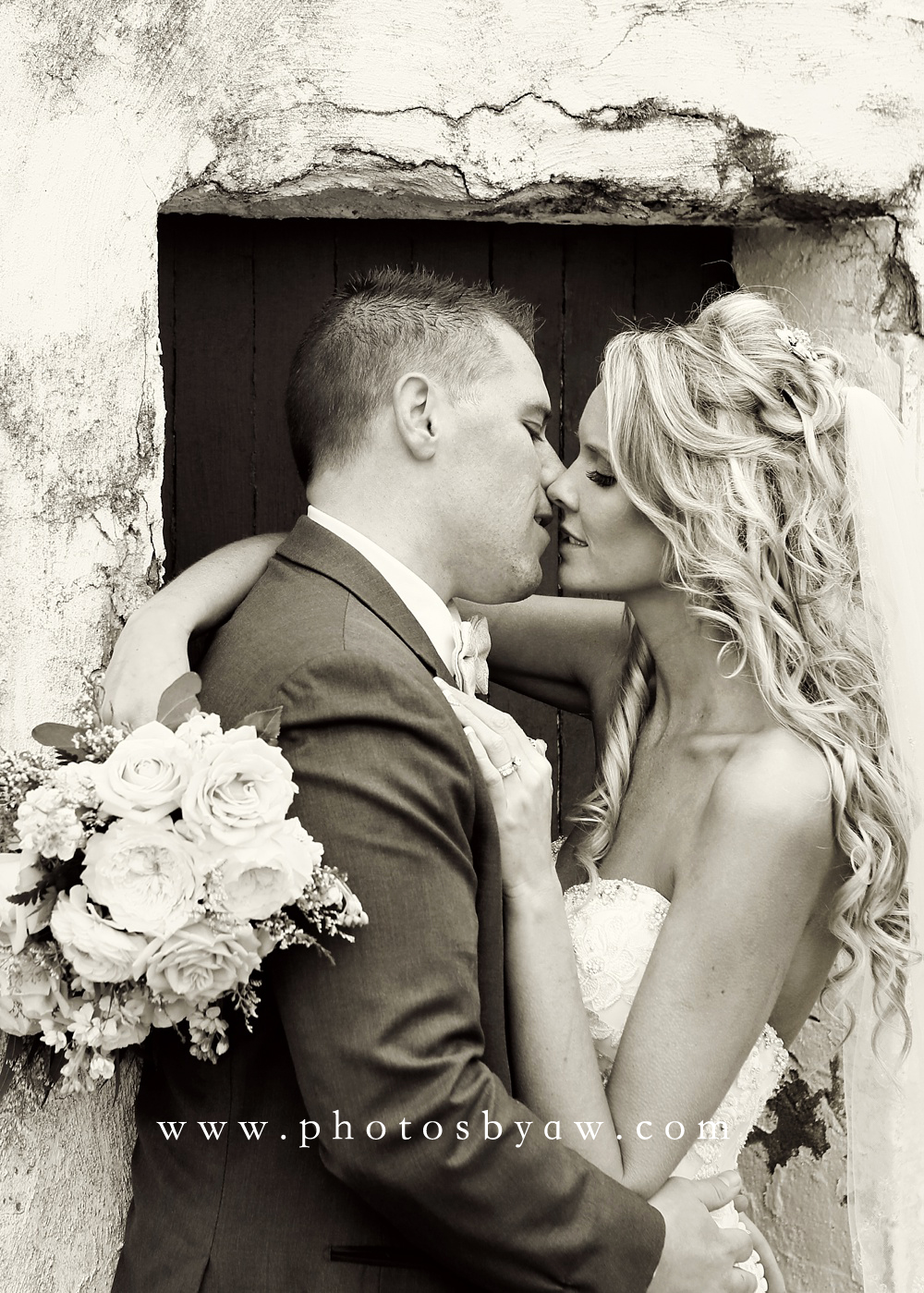 romantic-black-and-white-wedding-photos