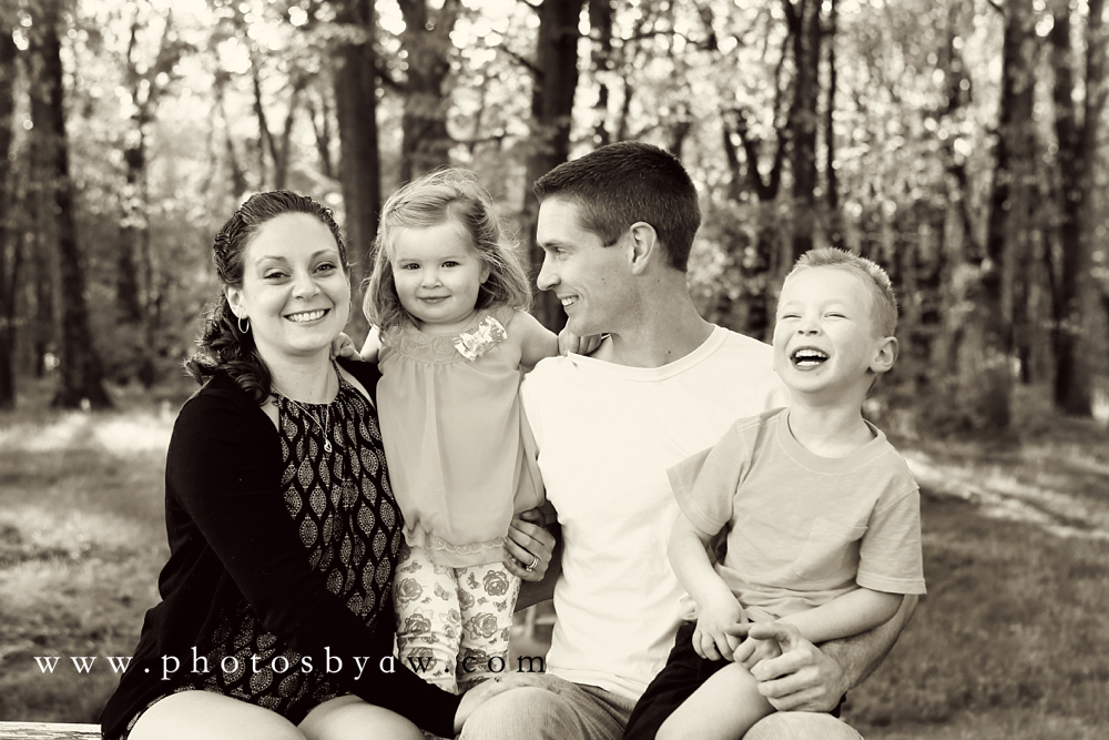 black-and-white-family-photo-park