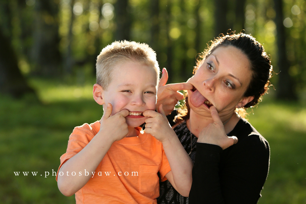 fun-mother-son-poses