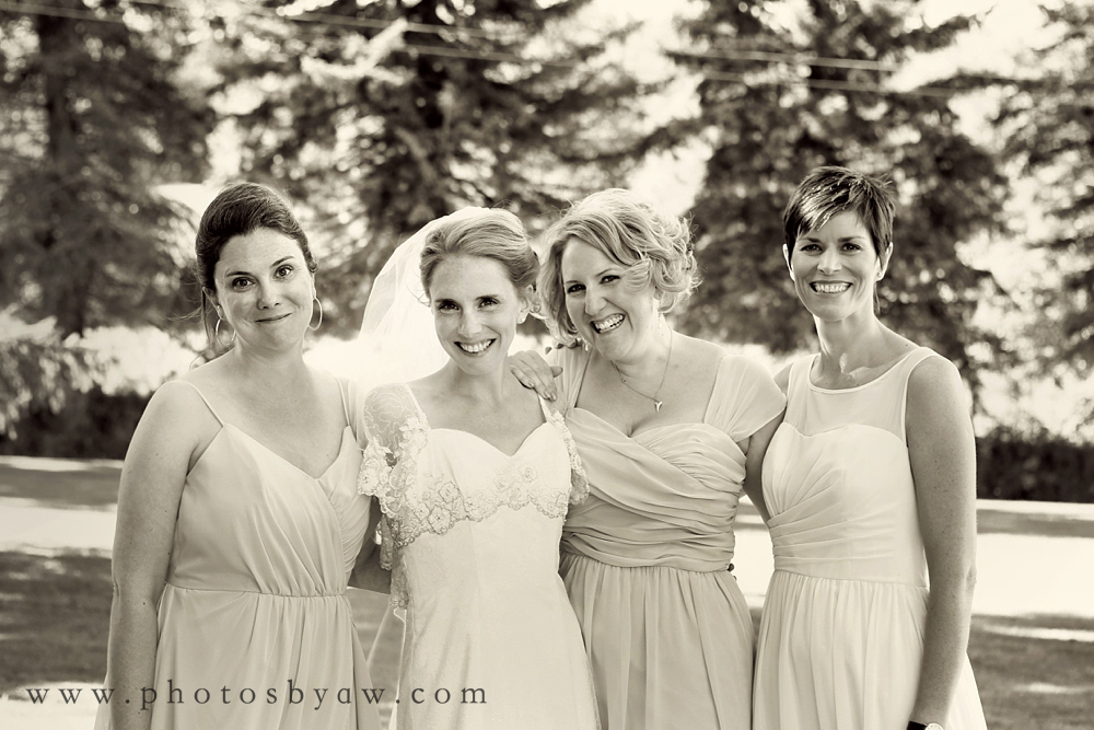 bridesmaids_black_and_white_candid