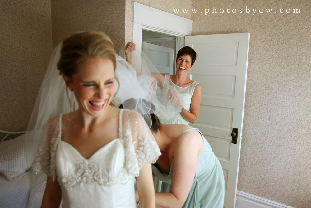 bridesmaids_helping_bride_get_dressed